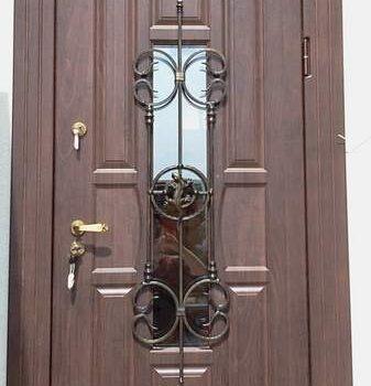01 Входная дверь в коттедж + кованные элементы + стеклопакет