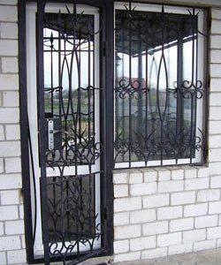 03 Решетчатая дверь + кованные элементы