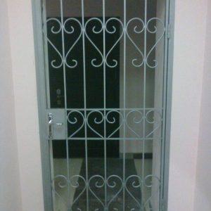 05 Решетчатая дверь + ручка + врезной замок