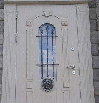 06 Входная дверь частный сектор + кованные элементы + стеклопакет + белая