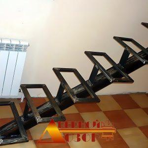 11 Металлическая лестница каркас