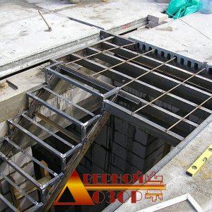 12 Металлическая лестница на производстве