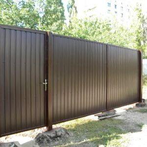 12 Забор с дверями коричневый