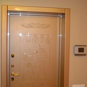 14 Фальшкороб входной двери золотого цвета