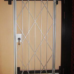 16 Решетчатая дверь + врезной замок