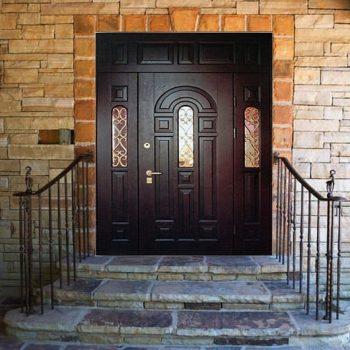 17 Входная дверь в коттедж + ковка+ стеклопакет + нестандарт
