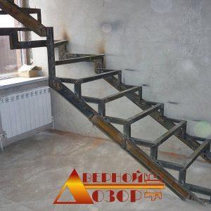 1 Металлическая лестница