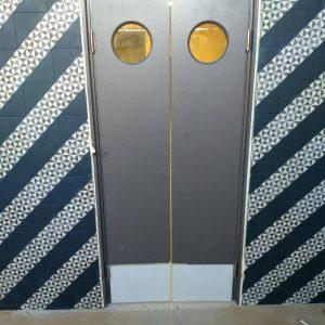 20 Двери ковбойка в ресторан со вставкой из нержавейки