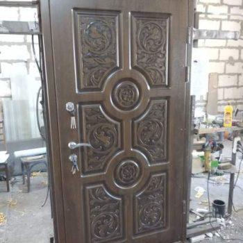32 Входная дверь в частный дом + резьба