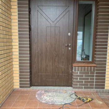 38 Входная дверь в частный дом