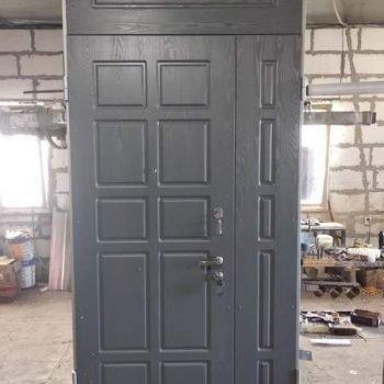 42 Входная дверь с фрамугами сбоку и сверху