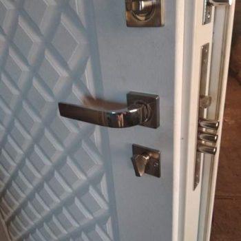 43 Фурнитура входной дверь + ночная задвижка