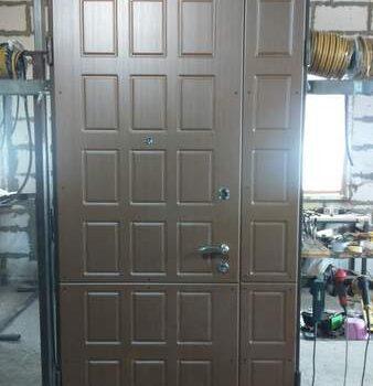 45 Входная дверь в квартиру + нестандарт по ширине с фрамугой и по высоте