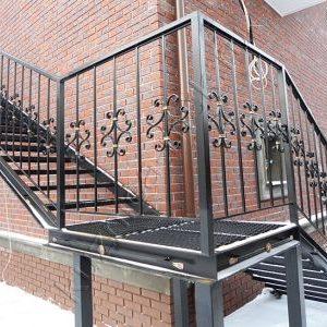 9 Металлическая лестница частный дом