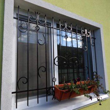 reshetki-na-okna-dvernoy-dozor-3